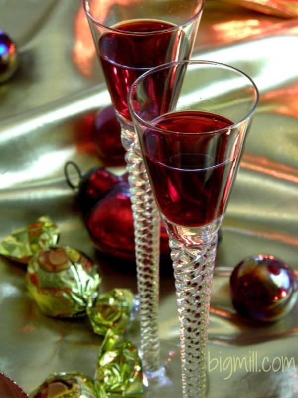 Sensuous homemade Cranberry Liqueur Recipe | chloesblog.bigmill.com