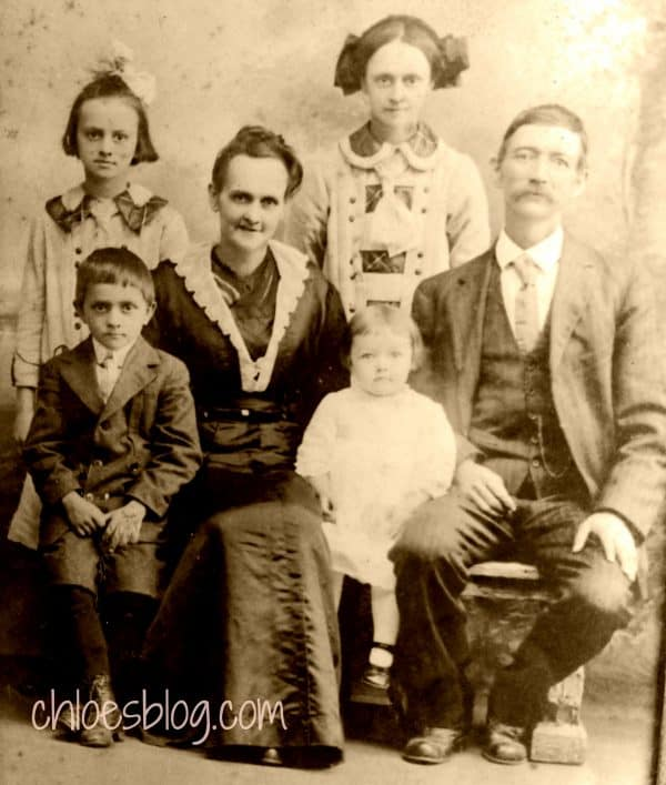 Grey Griffin family photo 1915