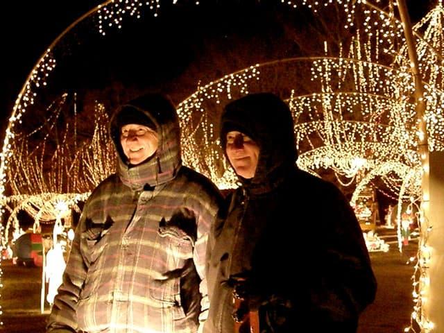 Christmas lights in Windsor, NC by Herman, Therman & Sherman Hoggard | www.chloesblog.bigmill.com/christmas-lights-in-windsor-nc/