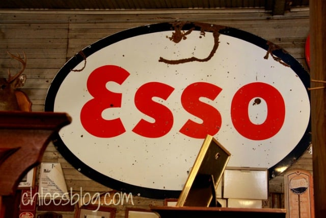 Vintage Esso sign at Oden's Store near Bath, North Carolina | chloesblog.com